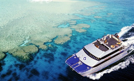 Яхта на дайв-сайте